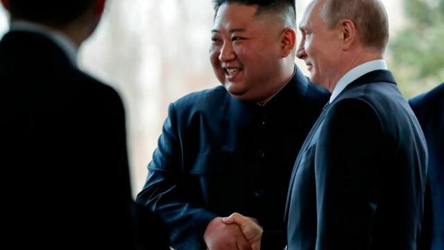 Gestul făcut de Vladimir Putin la întâlnirea istorică cu Kim Jong-un. VIDEO
