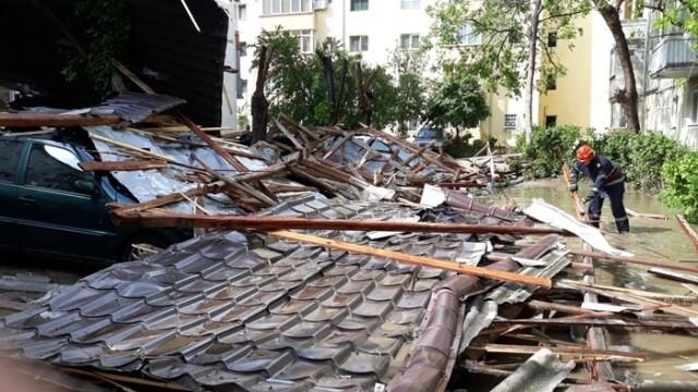 Furtună cu grindină la Timișoara! Vântul a rupt copaci și a smuls acoperișuri. VIDEO - Imaginea 8