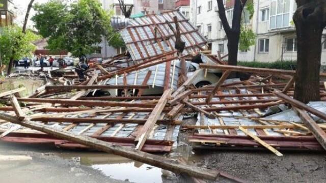 Furtună cu grindină la Timișoara! Vântul a rupt copaci și a smuls acoperișuri. VIDEO - Imaginea 6