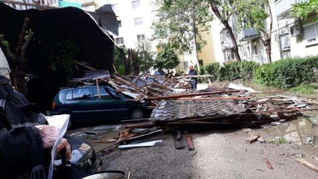 Furtună cu grindină la Timișoara! Vântul a rupt copaci și a smuls acoperișuri. VIDEO - Imaginea 5