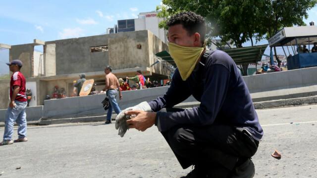 Colonel venezuelean, susținător al lui Maduro, împușcat în gât. Anunțul președintelui - Imaginea 14