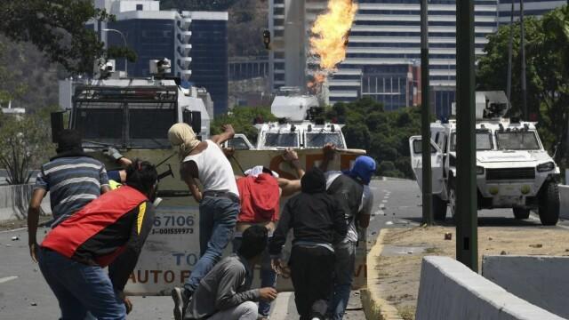 Colonel venezuelean, susținător al lui Maduro, împușcat în gât. Anunțul președintelui - Imaginea 8