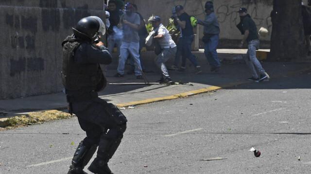 Colonel venezuelean, susținător al lui Maduro, împușcat în gât. Anunțul președintelui - Imaginea 6