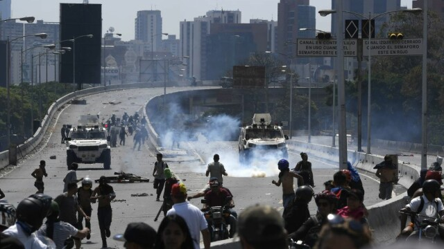 Colonel venezuelean, susținător al lui Maduro, împușcat în gât. Anunțul președintelui - Imaginea 4