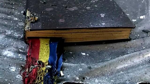 Incendiu la o biserică din Arad. Biblia și Tricolorul au scăpat din calea flăcărilor - Imaginea 1
