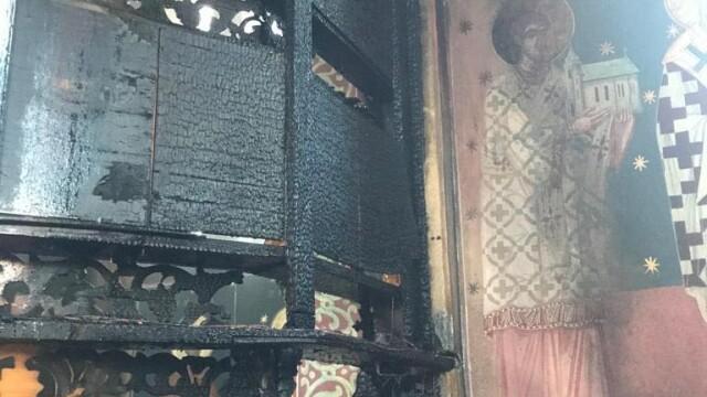 Incendiu la o biserică din Arad. Biblia și Tricolorul au scăpat din calea flăcărilor - Imaginea 3