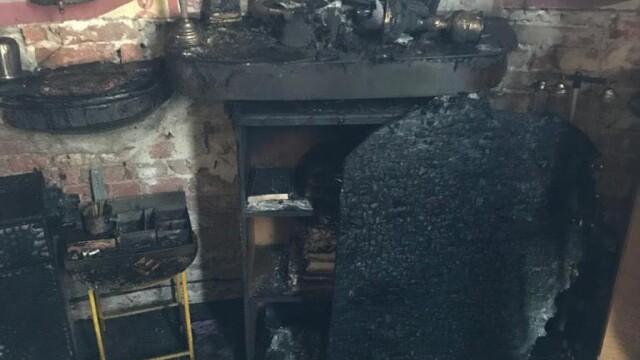 Incendiu la o biserică din Arad. Biblia și Tricolorul au scăpat din calea flăcărilor - Imaginea 7