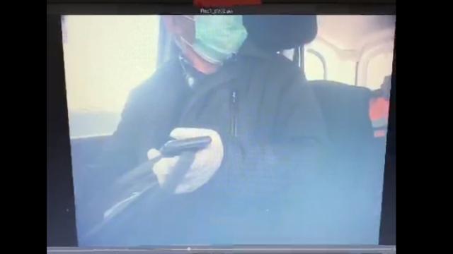 Un primar din Tulcea s-a dus să ia mită cu mănuşi şi mască de protecţie. VIDEO