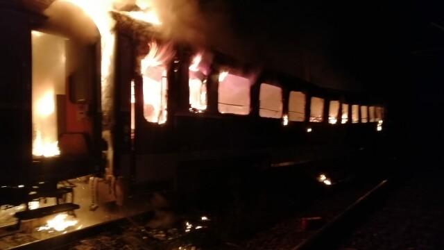 Cadavrul carbonizat al unei persoane, găsit într-un vagon de tren care a luat foc. FOTO - Imaginea 1