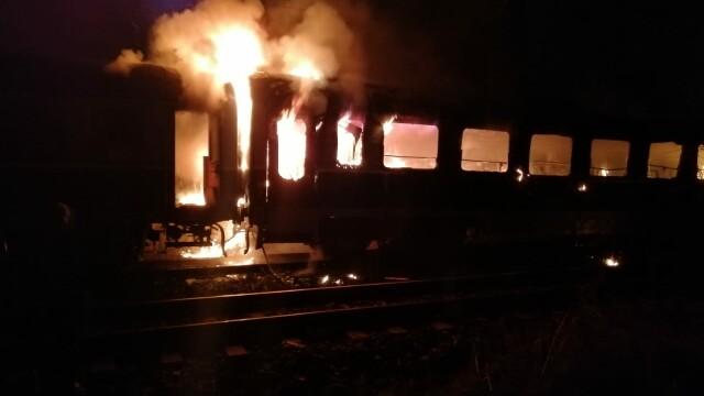 Cadavrul carbonizat al unei persoane, găsit într-un vagon de tren care a luat foc. FOTO - Imaginea 2