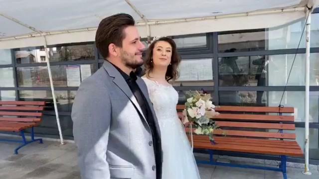 Nuntă fără invitați în Cluj. Cum au reușit mirii să împărtășească momentul cu aceștia