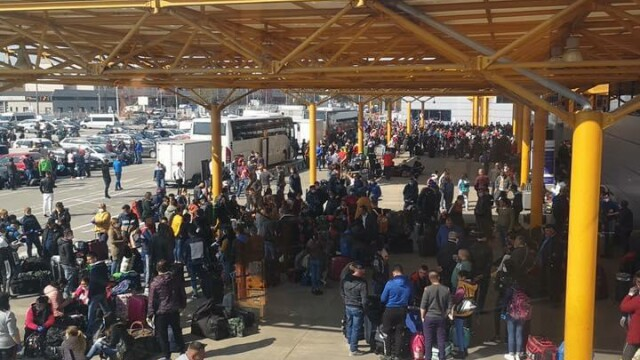 Sute de români se înghesuie pe aeroportul din Cluj ca să plece în Germania. S-a deschis dosar penal - Imaginea 4