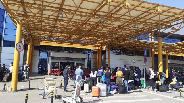 Sute de români se înghesuie pe aeroportul din Cluj ca să plece în Germania. S-a deschis dosar penal - Imaginea 1
