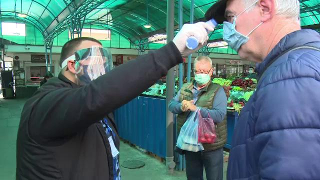 Fiecare client al piețelor din Oradea, verificat cu un termometru