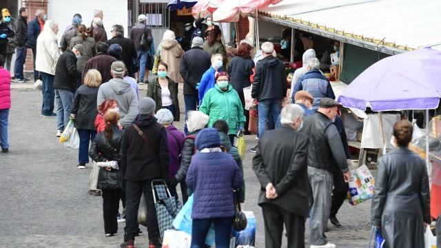 Ce au cumpărat românii în Sâmbăta Mare și ce program vor avea magazinele de Paști