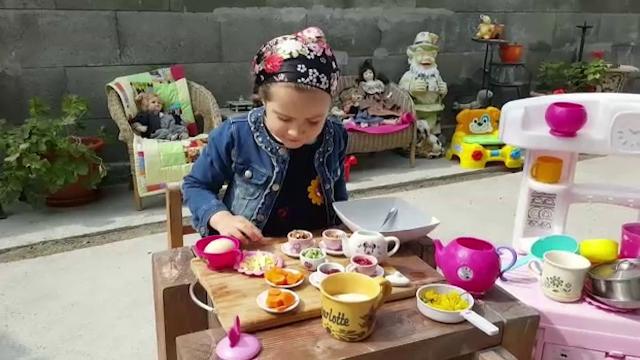 """Pregătirile pentru Paște, mai ușoare cu copiii alături: """"O ajut pe mami la treburi"""""""
