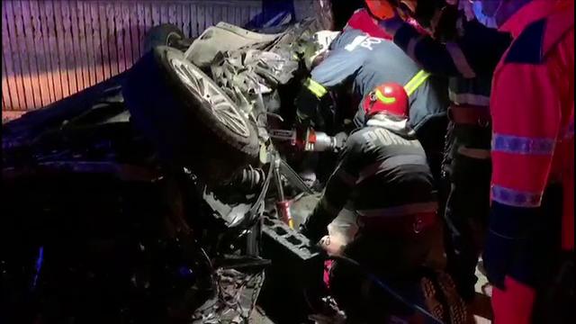 Accident grav în Argeș. Un tânăr s-a urcat beat la volan și a intrat cu mașina într-un pod
