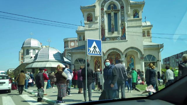 Haos în Năvodari: zeci de oameni s-au îmbulzit la o biserică pentru apă sfințită. Ce a pățit preotul