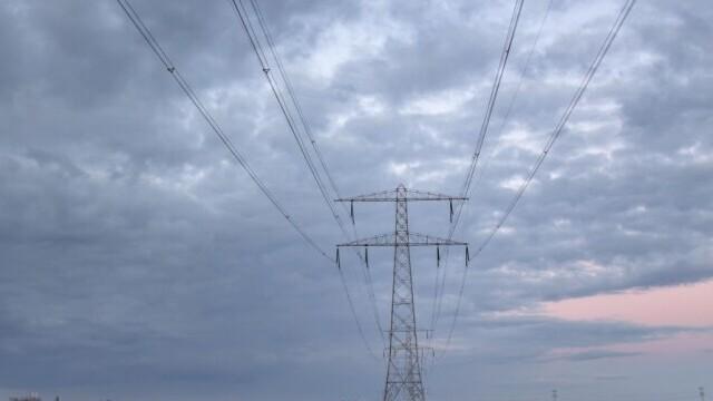 VIDEO. Trei electricieni au murit electrocutați pe un stâlp de înaltă tensiune din Grecia