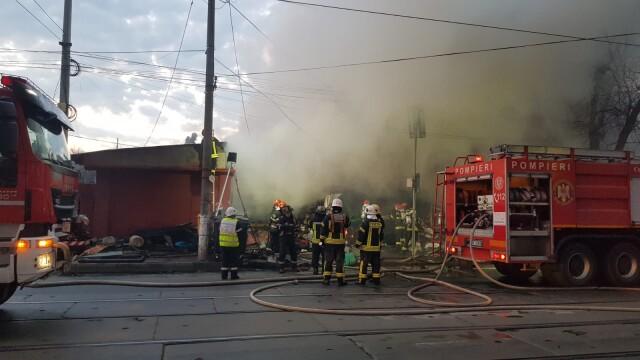 Angajații unui centru social din Târgoviște au anunțat la 112 un incendiu peste drum, fără să ştie că şi la ei ardea