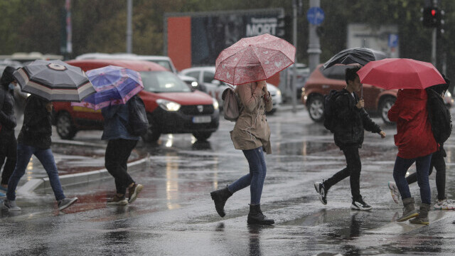 ANM a emis o avertizare de ploi şi intensificări ale vântului în noaptea de Înviere. Lista zonelor afectate