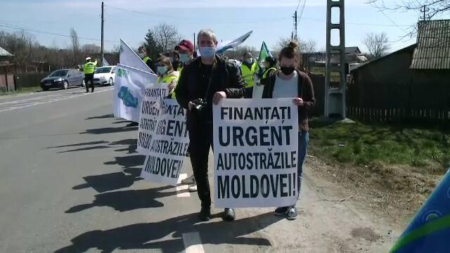 Protest cu sute de maşini pe drumurile din Moldova, pentru urgentarea construirii de autostrăzi. GALERIE FOTO - 6
