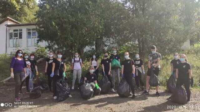 Inițiativă lăudabilă din partea unor elevi din Cluj, care au strâns deșeuri din parcuri pentru reciclare