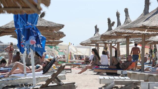 Surse: Masca nu va mai fi obligatorie pe plajă, de la 1 iunie