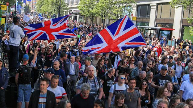 Mii de oameni au protestat la Londra, față de măsurile de izolare şi paşaportul de vaccinare - 1