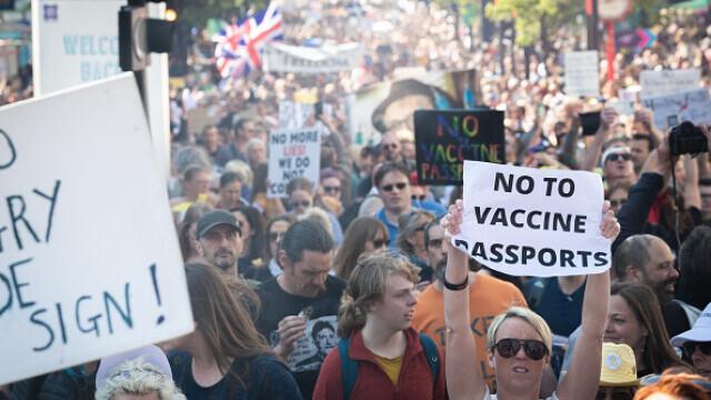 Mii de oameni au protestat la Londra, față de măsurile de izolare şi paşaportul de vaccinare - 2