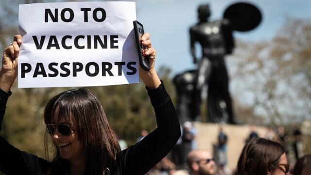 Mii de oameni au protestat la Londra, față de măsurile de izolare şi paşaportul de vaccinare - 3