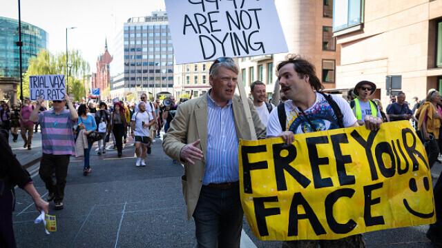 Mii de oameni au protestat la Londra, față de măsurile de izolare şi paşaportul de vaccinare - 7