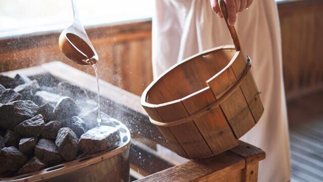 Un primar și-a adus sauna de acasă în primărie și este obligat să demisioneze din cauza asta