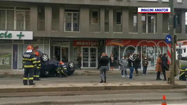 O femeie din Timișoara, rănită de o mașină care s-a rostogolit pe șosea. Cum s-a întâmplat accidentul