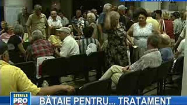 Pensionarii s-au călcat în picioare pentru un bilet la tratament