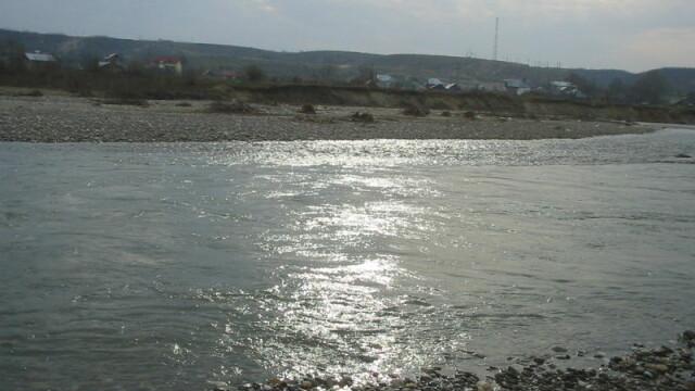 O fetiţă nesupravegheată s-a înecat într-un lac din Dâmboviţa!