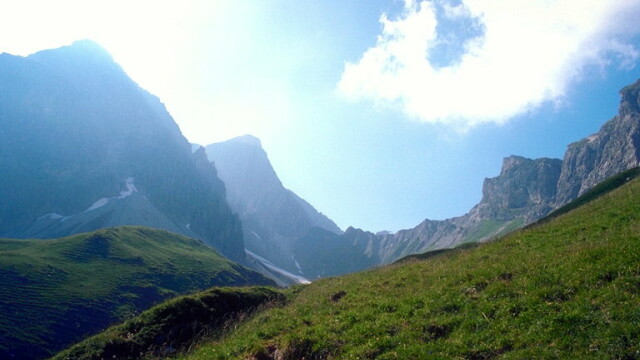 Canicula face victime la munte! Cioban gasit inconstient de salvamontisti