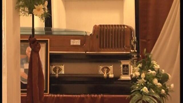 Timisoara: sicriu de 15.000 euro, cu aer conditionat, pentru barbatul ucis