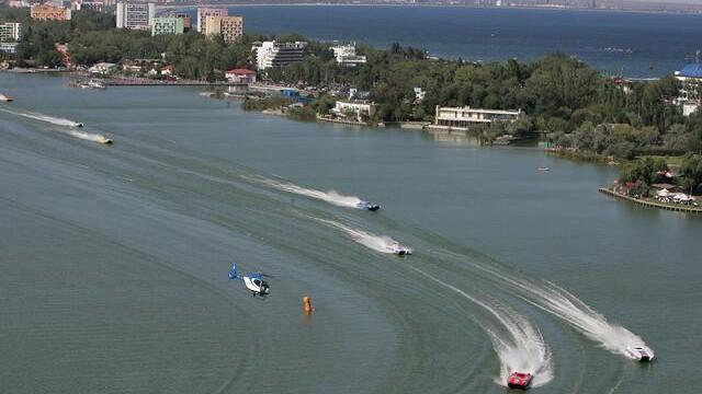 Cursa de Formula 1 pe apa s-a incheiat. Echipa din Dubai a castigat!