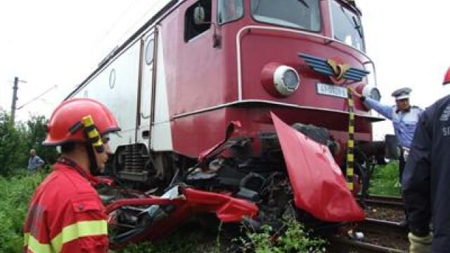 Deva: spulberat de tren in timp ce trecea cu masina calea ferata