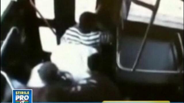 VIDEO SOCANT. Ploaie de gloante intr-un autobuz american. Pasagerii, atacati de mai multi indivizi