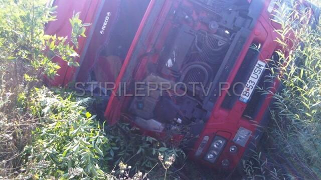 Jaf la drumul mare in Cotofenii din Fata. Zeci de tigani au furat dintr-un TIR, de fata cu politia - Imaginea 11