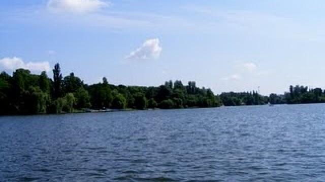Sinucidere sau accident? Un tanar s-a inecat in lacul Herastrau sub ochii prietenilor