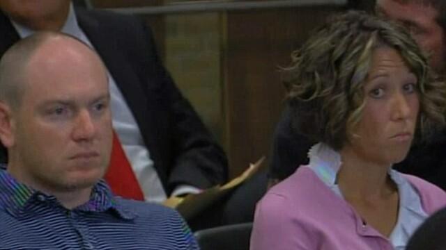 Dragoste cu adevarat OARBA. Isi sustine sotia in sala de tribunal, desi ce i-a facut e de NEIERTAT