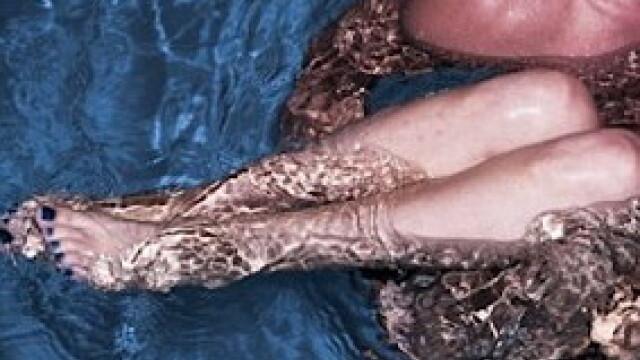 picioare Lady Gaga in piscina