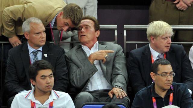 Victor Ponta, alaturi de Arnold Schwarzenegger, la finala olimpica de la baschet. Galerie FOTO - Imaginea 1