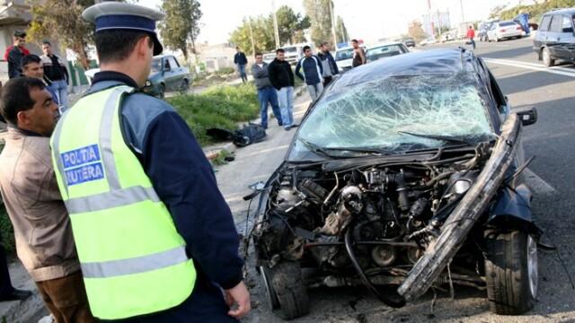 Doi oameni au murit, dupa impactul dintre doua masini, in Constanta. Una din victime era politist