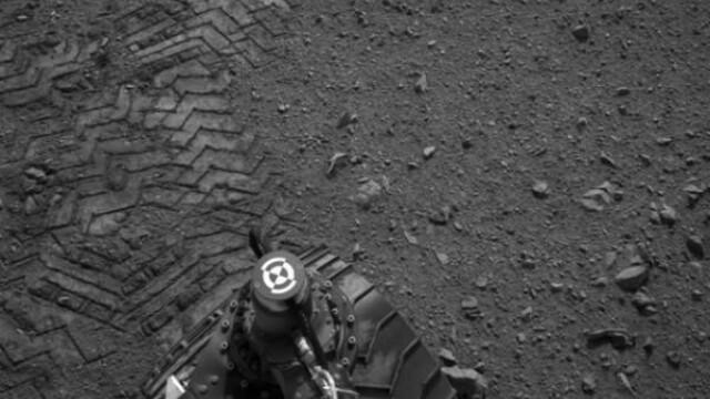 urmele lasate de Curiosity pe Marte