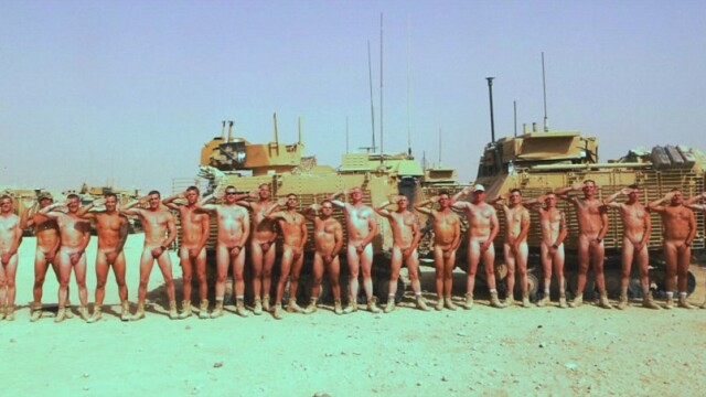 soldati dezbracati