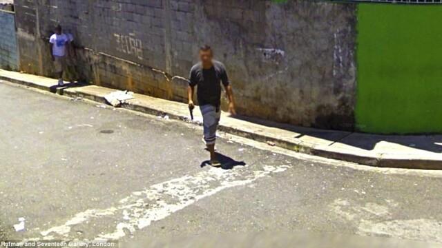Prostituate, vanzari de arme si alte imagini spectaculoase surprinse de Street View. GALERIE FOTO - Imaginea 7